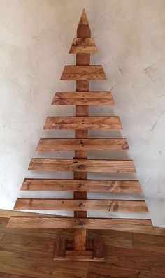 Wood pallets 674132637949430308 - Source by Wooden Christmas Crafts, Wooden Christmas Decorations, Pallet Christmas Tree, Christmas Projects, Christmas Diy, Deco Noel Nature, Christmas Window Boxes, Diy Wood, Wood Wood
