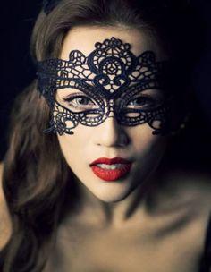 Spitzen Maske Burlesque Gothik schwarz oder weiss von update-your-style auf DaWanda.com