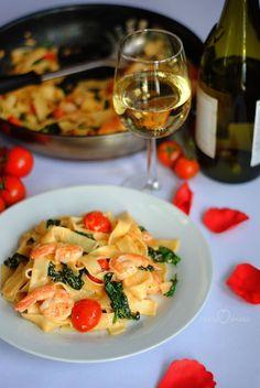 Pasta with shrimps and spinach - Krewetki jak przyrządzić - Makaron Diet Recipes, Vegan Recipes, Yummy Mummy, Shrimp Pasta, Pasta Salad, Love Food, Risotto, Spinach, Breakfast Recipes