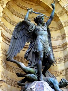 Archangel Michael's chief function is to rid the earth and its inhabitants of the toxins associated with fear. Michael encourages those who need help or assistance with clarifying or changing one's life's purpose or career path. Also AA Michael is a great angel to call in for protection!