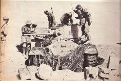 Captured Valentine Description Italian officers examinating a captured Valentine. September 1942. (I hope you enjoyed this last set of 4 Italian provenance pictures... DVX).