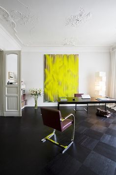 Guido Hager's Berlin Apartment by Helenio Barbetta  The simple interior complements the owner's collection of over 300 paintings and drawings, many of which are large canvases.  Omassa tyylissään upea, etenkin lattia.