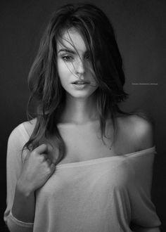 model: Klaudia Łosin, makeup: Alicja Gorzkowska, Photo: Tomasz Zienkiewicz | zieniu.pl; shot at: zieniu studio, Warsaw, Poland