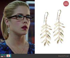 Felicity's silver leaf earrings on Arrow.  Outfit Details: http://wornontv.net/40050/ #Arrow
