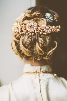 Vintage hair for a bride with peach pearl vintage hair jewel