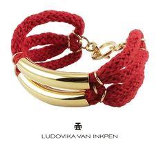 Armband Lorena raffiniert verschlungen aus gewebtem Baumwollband in rot mit gebogenen Metallröhrchen.   Clean und elegant zugleich.   *Es gib...