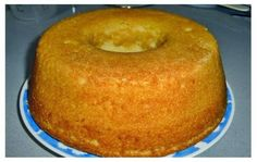 BOLO DE IOGURTE SUPER FOFO E HUMIDO Ingredientes: 4 ovos 1 iogurte 3 copos (do iogurte) de açúcar 1 copo (do iogurte) de óleo 3 copos (do iogurte) de farinha de trigo 1 colher sobremesa de fermento em pó Modo de preparo: Ligar o forno a 180 º. Juntar tudo num recipiente pela ordem a …