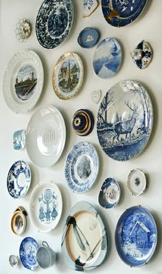 10 Practical Tips for Hanging Plates on the Wall - Unique Balcony Garden Decoration and Easy DIY Ideas Plate Wall Decor, Plates On Wall, Art Decor, Decoration, Blue Plates, China Plates, Hanging Plates, Plate Display, Plate Art