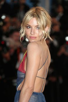 """Sienna Miller Photos - Sienna Miller attends the Premiere of """"The Sea Of Trees"""" during the annual Cannes Film Festival on May 2015 in Cannes, France. - 'The Sea Of Trees' Premiere - The Annual Cannes Film Festival Sienna Miller Pelo, Style Sienna Miller, Sienna Miller Makeup, Wavy Hair, New Hair, Blonde Hair, Surf Hair, Corte Y Color, Wavy Bobs"""