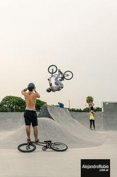 #bmx #sportphoto #sport #jumping #jump #bycicle #bici #bicicleta #salto #rampa #xgame #extreme #alerubio
