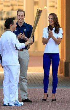The Duchess greeting the Olympic torch at Buckingham Palace in a pair of royal blue skinny jeans !