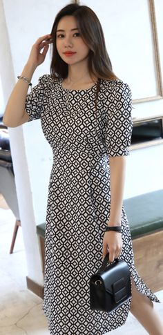 When it comes to elegant summer season outfits, there are tons of design to select from, but always stylish is fashionable. Long Dress Patterns, Frock Patterns, Classy Dress, Classy Outfits, Beautiful Outfits, Simple Dresses, Day Dresses, Cute Dresses, Preppy Outfits For School
