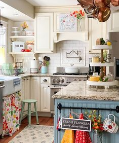 31 Popular Summer Kitchen Decor Ideas That You Should Copy - During summer time, there's nothing better than a bright cheery kitchen that lets the outside in. A few little changes can make your kitchen light and. Cozy Kitchen, Farmhouse Kitchen Decor, Kitchen Redo, Country Kitchen, New Kitchen, Kitchen Dining, Kitchen Remodel, Summer Kitchen, Retro Kitchen Decor