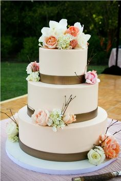 Buttercream, fondant band & fresh flower cake by Fleur de Lisa cakes.  Event Design by Sasha Souza.  Photography by Alisha & Brook Photography