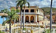 Fiestas y tradiciones en la Trinidad de Cuba. Esta antiquísima villa se caracteriza por su excelente conservación, puesta de manifiesto en la majestuosidad de su arquitectura, calles empedradas, patios centrales y techos de tejas de barro, que la hacen inconfundible.