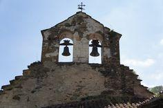 Espadaña en Monasterio S. Miguel de Bárzana.