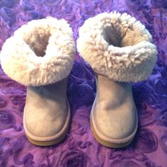 Cutest Pair Of Light Purple Uggs , Size 7 Short$$$