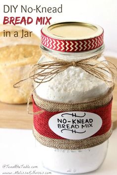 DIY No-Knead Bread Mix in a Jar Need a quick gift idea? This DIY no-knead bread mix in a jar is a perfect housewarming, hostess, or holiday gift. Because, who doesn't like bread? Mason Jar Meals, Meals In A Jar, Mason Jars, Homemade Dry Mixes, Homemade Seasonings, Homemade Food Gifts In A Jar, Homemade Spices, Homemade Butter, Homemade Recipe