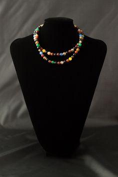 Collar de dos vueltas con bolas de ágata multicolor con cierre de plata.
