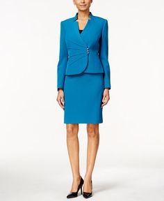 The crossover styling of the jacket makes this petite skirt suit from Tahari Asl a perfect pick for the season. Business Outfits, Business Attire, Business Women, Business Grants, Pantsuits For Women, Mode Shop, Pants For Women, Clothes For Women, Professional Dresses