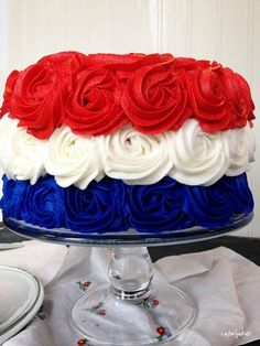 Red, White and Blue Patriotic Rose Cake for of July, Labor Day and Memorial Day. Fourth Of July Cakes, 4th Of July Desserts, 4th Of July Party, Patriotic Desserts, Blue Desserts, Patriotic Party, 4th July Cupcakes, Patriotic Table Decorations, Patriotic Recipe
