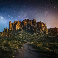 I was finally able to shoot Lost Dutchman last night after the Neil Degrassse Tyson show. This place is pretty rad! I'm thinking about holding workshops here for all you #Phoenix people. Tag a friend who might be interested!  Snapchat from the NDT show and LD: 👻seanparkerphoto