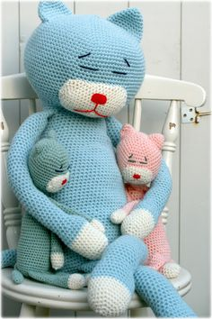 Gorgeous crocheted cats from Coco Rose Diaries.