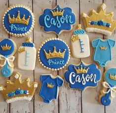 Boy baby shower ideas - decorations, food ideas, free printables and games! Lots of good baby shower ideas for boys on a budget! Gateau Baby Shower, Baby Shower Treats, Baby Shower Cupcakes, Shower Cakes, Baby Shower Decorations For Boys, Boy Baby Shower Themes, Baby Shower Fun, Royalty Baby Shower Theme, Prince Themed Baby Shower