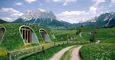 hobbit-holes-eco-friendly-houses-green-magic-homes-fb.png A company called Green Magic Homes came up with an idea to build tiny prefabricated houses that look exactly like Hobbit holes and can be assembled by 3 people in a few days time! Prefabricated Houses, Prefab Homes, Earthship, Hobbit House Kit, Casa Dos Hobbits, Green Magic Homes, Green Homes, Earth Sheltered Homes, Sheltered Housing