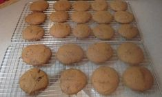 Recette :Galettes à la mélasse de maman. Biscuits, Muffin, Breakfast, Desserts, Food, Flat Cakes, Candy, Mom, Crack Crackers