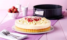 Spaghettikuchen (Ø 28 cm) -  Sommerliche Torte mit Erdbeeren in Spaghetti-Eis-Optik