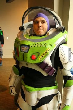 Funny pictures about Buzz Lightyear Cosplay. Oh, and cool pics about Buzz Lightyear Cosplay. Also, Buzz Lightyear Cosplay photos. Disney Cosplay, Epic Cosplay, Amazing Cosplay, Male Cosplay, Batman Cosplay, Buy Cosplay, Cosplay Girls, Disfraz Buzz Lightyear, Buzz Lightyear Costume