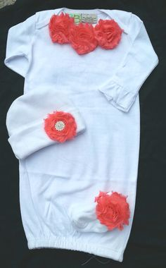 Newborn baby girl coming home outfit, layette, shabby chiffon flower, knit cap with flower and crystal rhinestone plus socks My Baby Girl, Baby Girl Newborn, Cute Babies, Baby Kids, Girls Coming Home Outfit, Baby Sewing, Little Princess, Baby Fever, Future Baby
