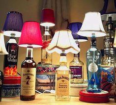 Abajur em garrafas de bebida
