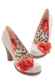 darling coral flower shoes  http://rstyle.me/n/jum9zpdpe