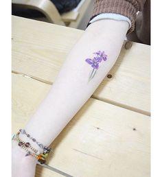 : Iris 🌸 . . #tattooistbanul #tattoo #tattoos #TattooSupplyBell #equillatera #iris #iristattoo #flowertattoo #tattoomagazine #tattooartist #tattoostagram #tattooart #tattooinkspiration #타투이스트바늘 #타투 #꽃타투 #붓꽃