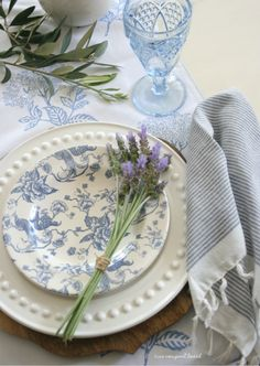 blue table inspo for spring blue tablescapes, spring tablescapes, ciao newport beach, table settings