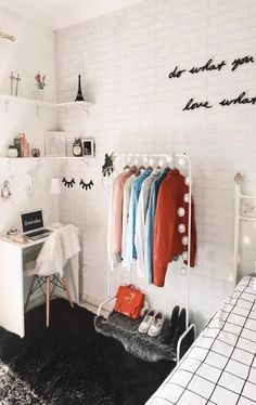 49 Easy ways to decorate your college apartment - WG Zimmer ♡ Wohnklamotte - Dorm Room Room Interior, Interior Design Living Room, Living Room Decor, Bedroom Decor, Bedroom Ideas, Bedroom Inspiration, Wall Decor, Bedroom Designs, Bedroom Headboards