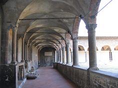 Bergamo (Italia) - Città alta: Convento di San Francesco - dal colle di Sant'Eufemia offre uno splendido panorama sulla valle sottostante e sui monti che coronano la città.