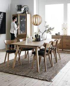50 Beautiful Scandinavian Dining Room Design Ideas - Now it is easy to dine in style with traditional Swedish dining chairs. Entertain friends as well as show off your wonderful Swedish home furniture. Dining Room Lighting, Dining Room Design, Dining Room Decor, Dining Room Contemporary, Dining Chairs, Dining Room Furniture, Dinner Room, Scandinavian Dining Room, Room Interior