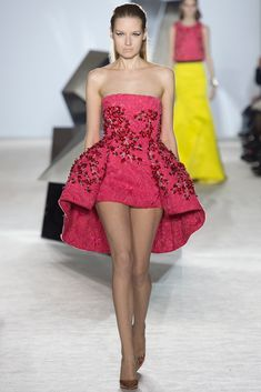 Giambattista Valli Spring 2014 Couture - Runway Photos - Fashion Week - Runway, Fashion Shows and Collections - Vogue Haute Couture Paris, Style Haute Couture, Spring Couture, Fashion Week Paris, Runway Fashion, Fashion Show, Fashion Design, High Fashion, Net Fashion