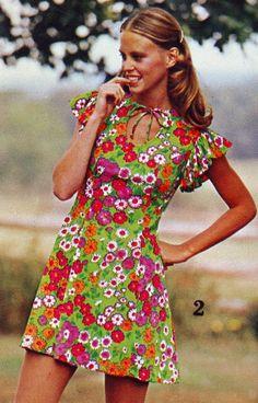 Bright floral print dress, 1973. (♥)