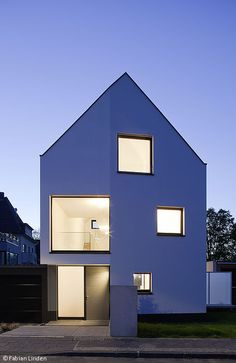 Courage to the gap - Food: CUBE magazine Roof Architecture, Minimalist Architecture, Residential Architecture, Modern Townhouse, Simple House, House Floor Plans, Villas, Exterior Design, Building A House