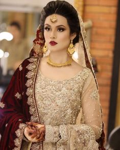 Intricate gold jewellery pairing up with a deep red bridal duppatta to create a traditional wedding vibe. Asian Bridal Dresses, Pakistani Wedding Outfits, Pakistani Wedding Dresses, Bridal Outfits, Indian Dresses, Indian Outfits, Pakistan Bride, Pakistan Wedding, Lahore Pakistan