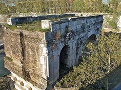 Ponte rotto Construído no s. II d.C. O seu nome orixinal foi Pons Aemilius.
