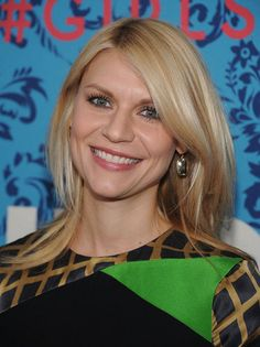 Claire Danes smiled at the premiere of HBO's Girls in NYC. Lena Dunham Girls, Carrie Mathison, Mommy Hairstyles, Claire Danes, Hair Color And Cut, Blonde Women, Hair Dos, Beautiful Actresses, Actresses
