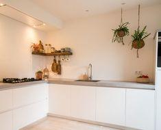 Shaker Kitchen, New Kitchen, Kitchen Dining, Kitchen Cabinets, Diy Kitchen Storage, Handmade Kitchens, Cuisines Design, Beautiful Kitchens, Kitchen Interior