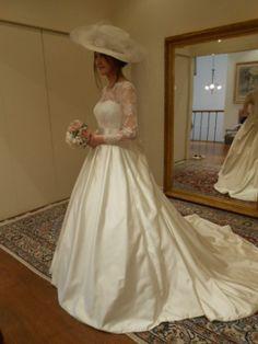 グランマニエのウェディングドレス|帽子でイメージチェンジ