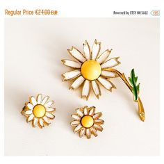 Daisy Brooch with Earrings Gold Tone, Vintage Jewelry ETSY SALE ($22) ❤ liked on Polyvore featuring jewelry and brooches