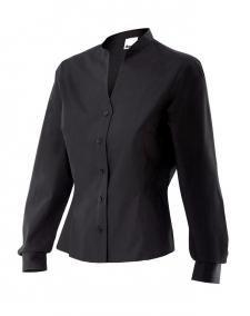 Serie VIURA        27€ /ud camisa mujer entallada c.mao  camisa de mujer entallada con cuello mao y escote de pico, pinzas en el delantero y en la espalda .Cierre central con botones, pinzas de pecho , puños con cierre de botón  y un bolsillo de parche en el pecho. composición: Popelín 65% poliester, 35% algodón Tallas:    S / M / L / XL / XXL  GRAMAJE: BLANCO 118 gr,     NEGRO  112 gr.  COLORES:  BLANCO ,   NEGRO.